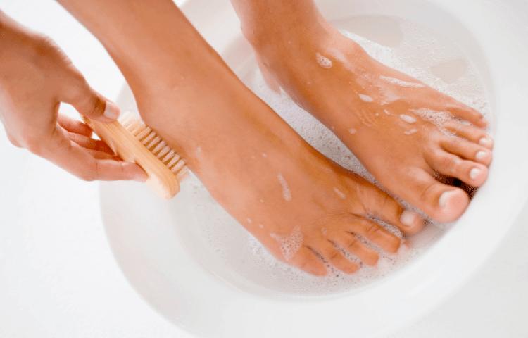 足を清潔に保つことで革靴の臭い対策