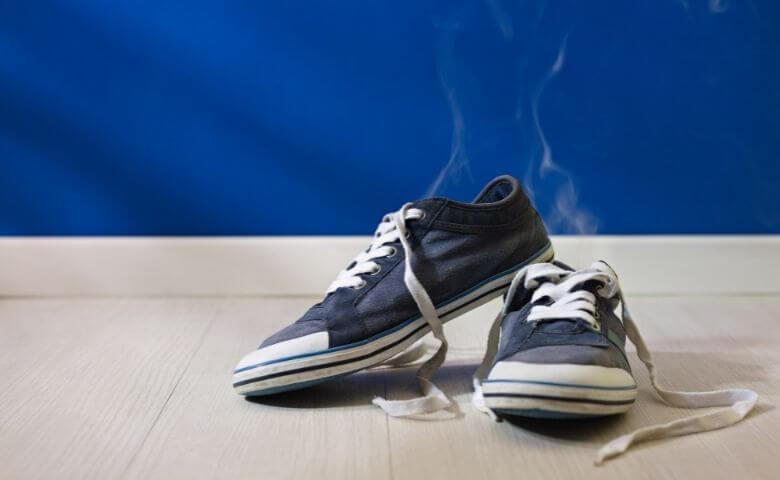 旦那の靴下が臭い原因は靴