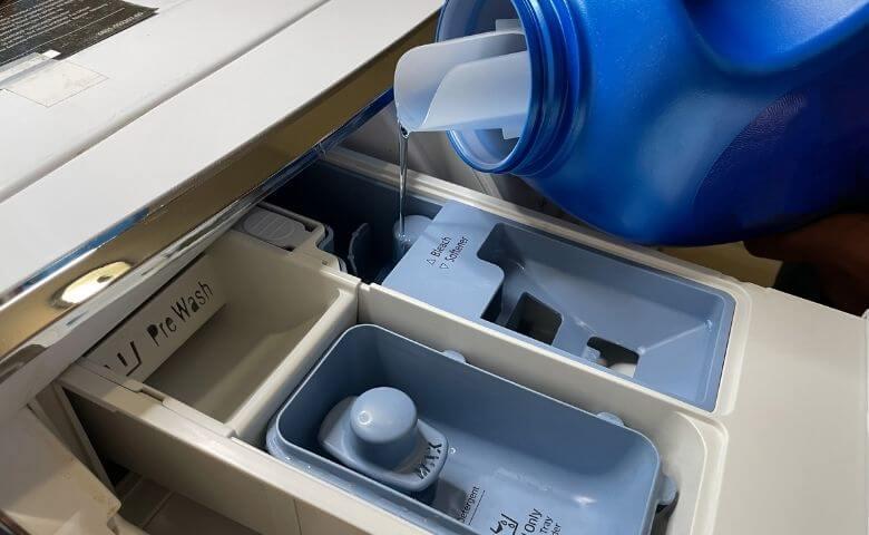 除菌や漂白効果のある洗剤を使う